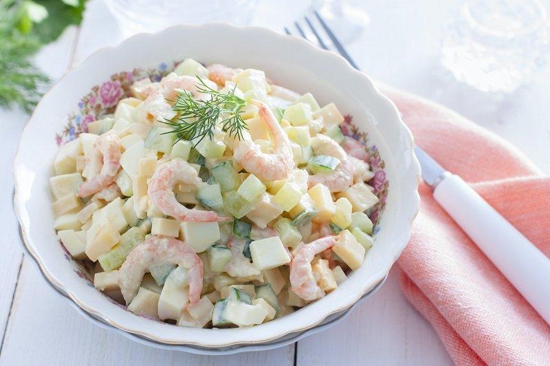 Салат з огірком і креветками