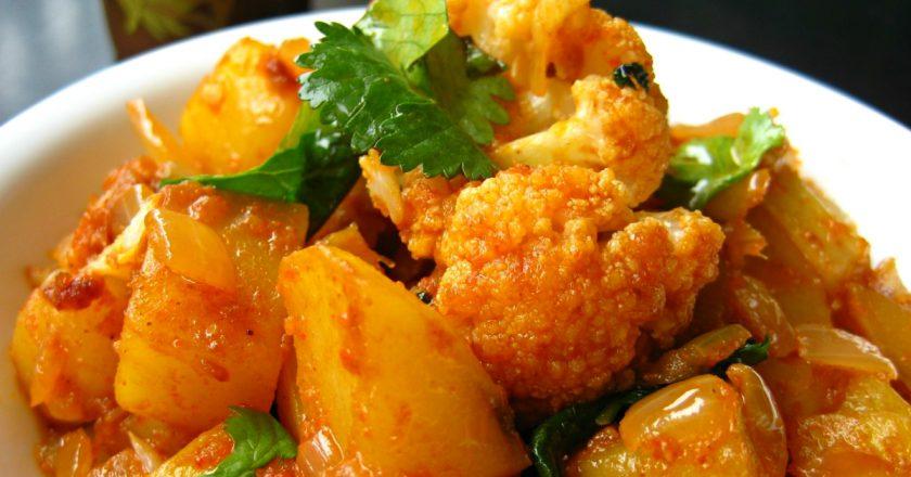 Картопля, тушкована з кольоровою капустою подивитися рецепт