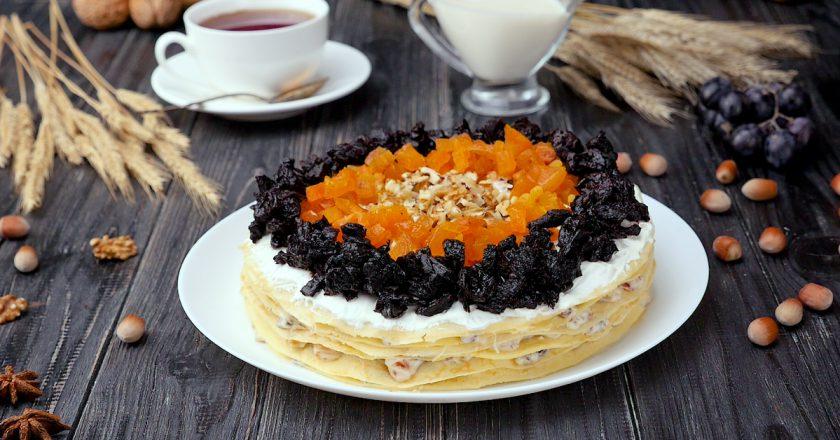 Як приготувати млинцевий торт з сухофруктами подивитися рецепт