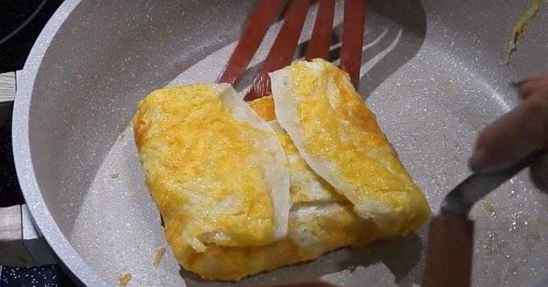Яйце в лаваші