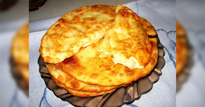 Чебуреки з картоплею і сиром подивитися рецепт