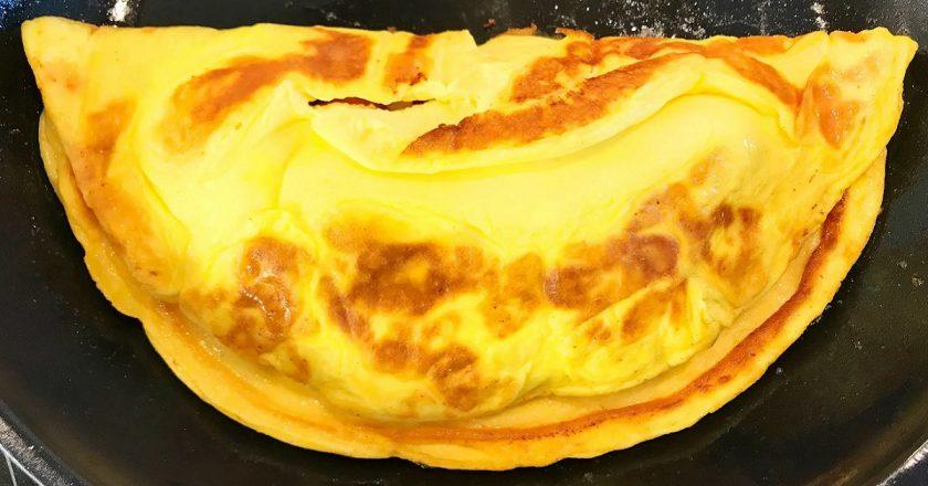Салат з омлетом як приготувати, покрокові рецепти від «Це Смак»