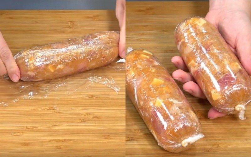 Домашня ковбаса з сиром