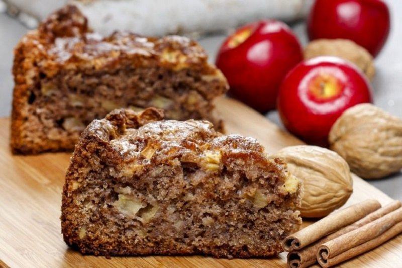 Пиріг з яблуками і корицею в духовці