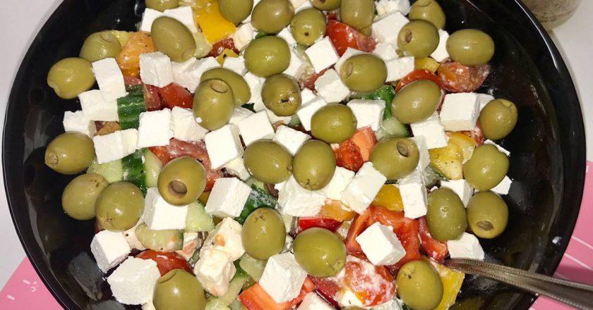 Грецький салат в домашніх умовах подивитися рецепт