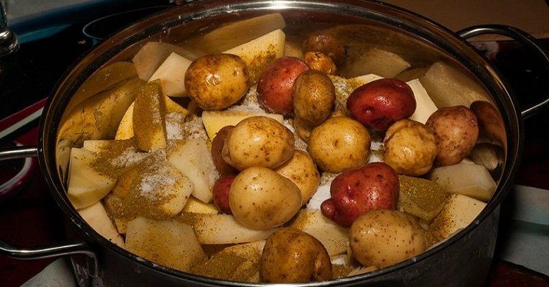Грудинка з картоплею