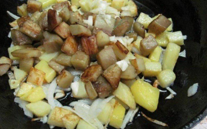 Картопля з баклажанами