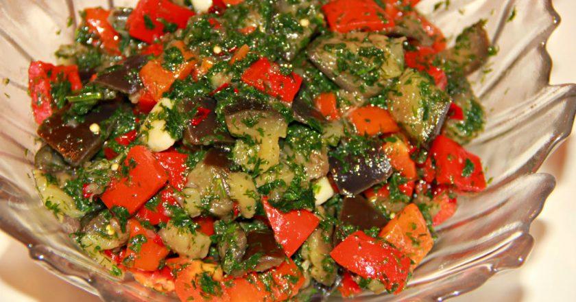 Салат з баклажанами та помідорами подивитися рецепт