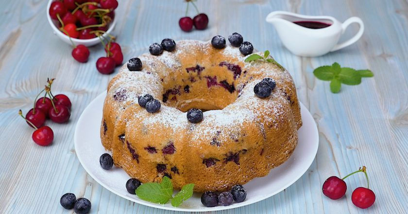 Як приготувати пиріг з ягодами подивитися рецепт