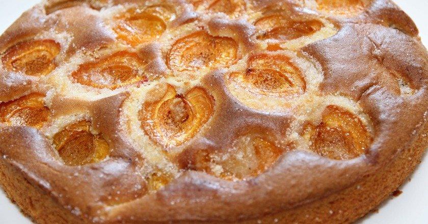 Шоколадний пиріг з абрикосами подивитися рецепт