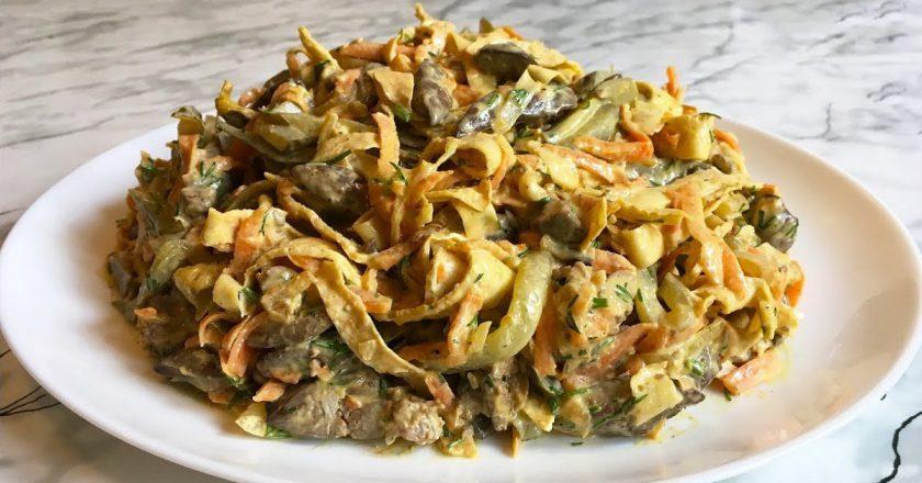 Салат з печінкових млинців як приготувати, покрокові рецепти від «Це Смак»