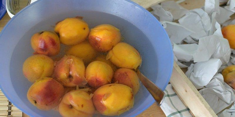 Персики в сиропі