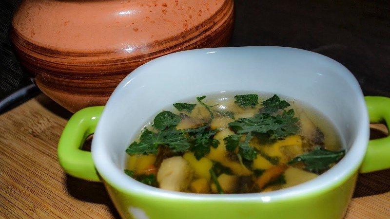 Грибний суп в горщиках