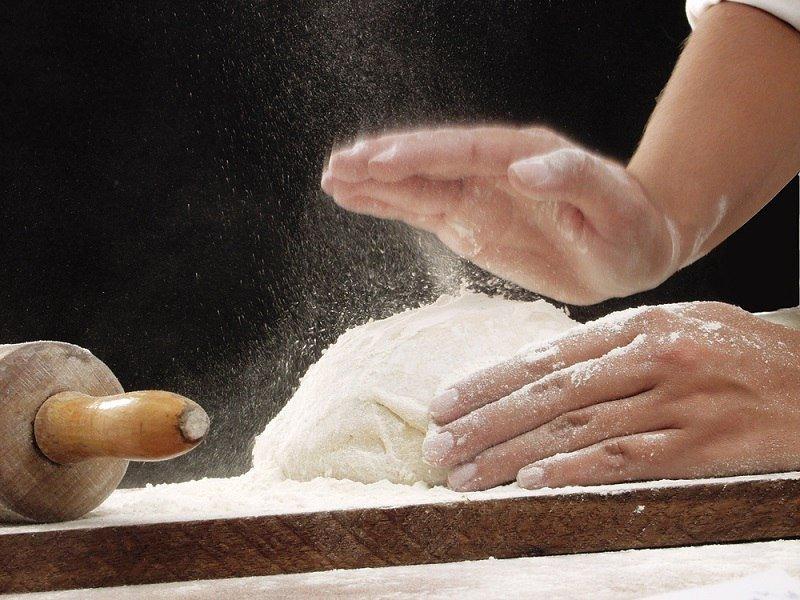 Здобні булочки з начинкою