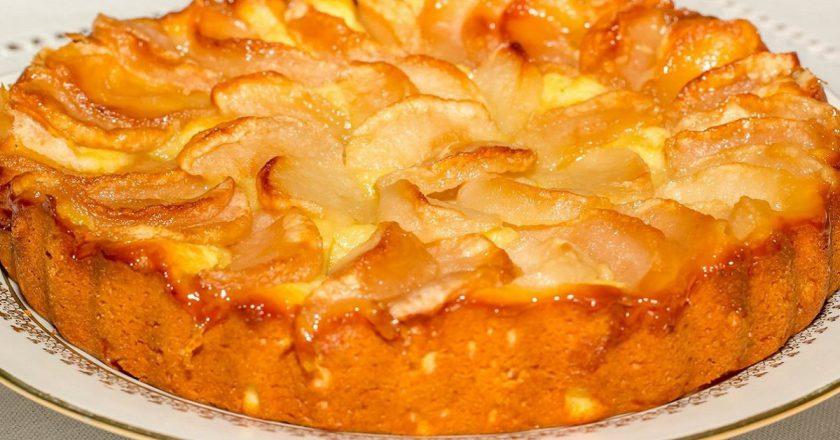 Яблучний пиріг на молоці подивитися рецепт