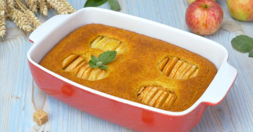 Як приготувати кукурудзяний манник з яблуками подивитися рецепт