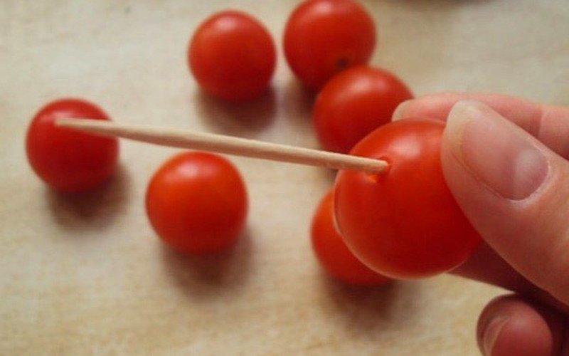 Мариновані помідори черрі