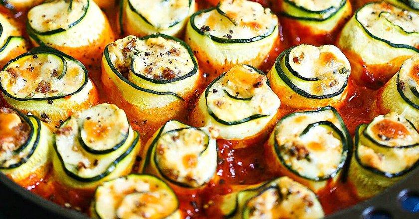 Рулетики з цукіні в томатному соусі подивитися рецепт