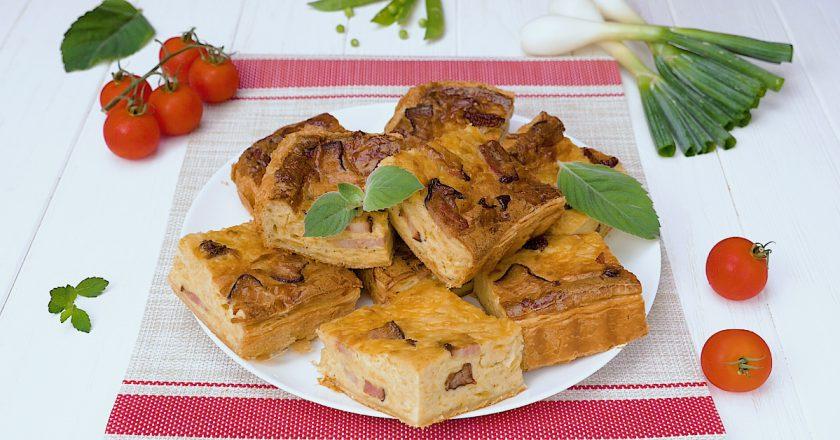 Цибульний пиріг з беконом подивитися рецепт