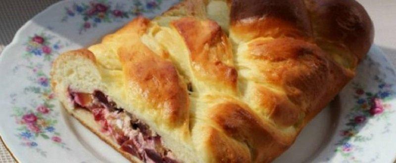 Пиріг зі сливами в духовці