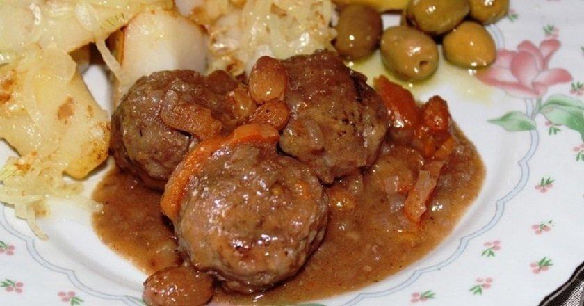 Тефтелі в соусі на сковороді