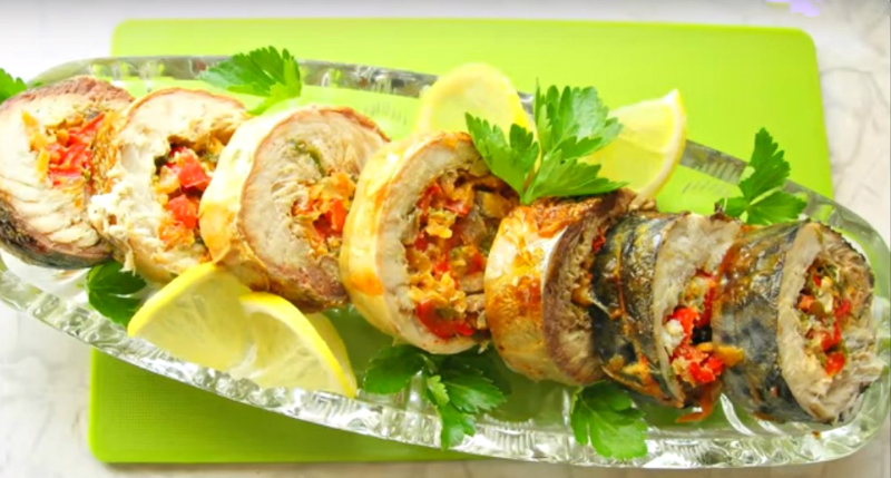 Рулет зі скумбрії з овочами