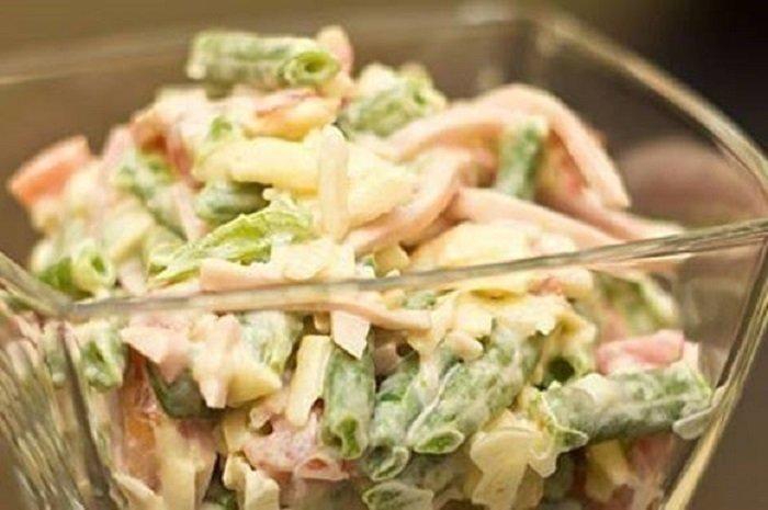 Салат із стручкової квасолі і шинки