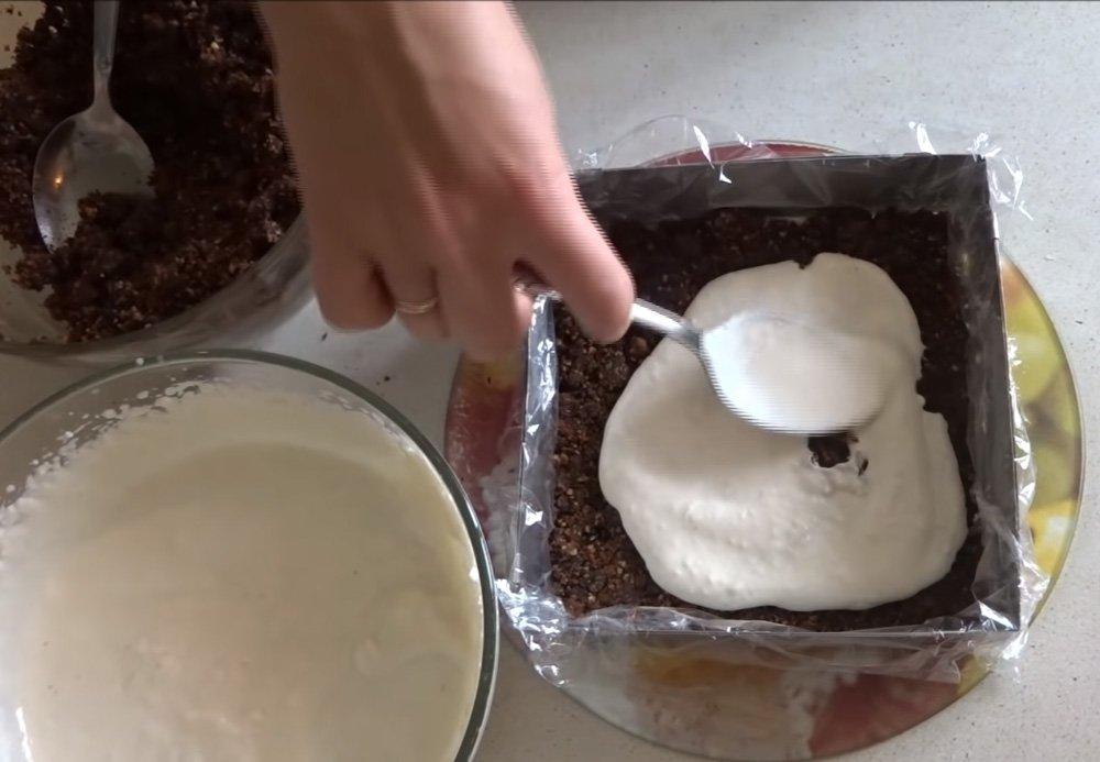 Торт без випічки з сухарів