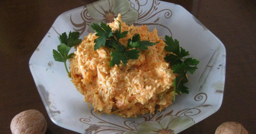 Салат зі свіжою морквою подивитися рецепт