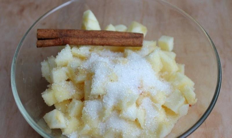 Відкриті пиріжки з яблуками
