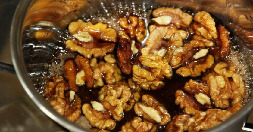 Карамелізовані горіхи подивитися рецепт