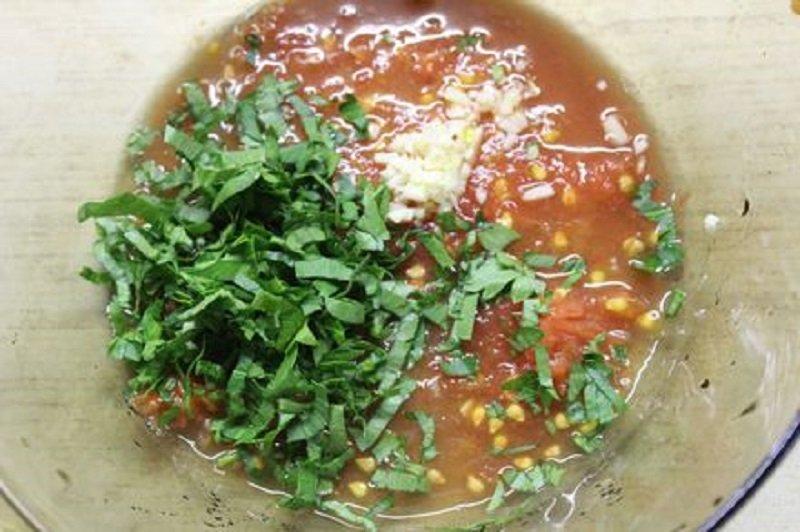 Салат з кальмарами і помідорами
