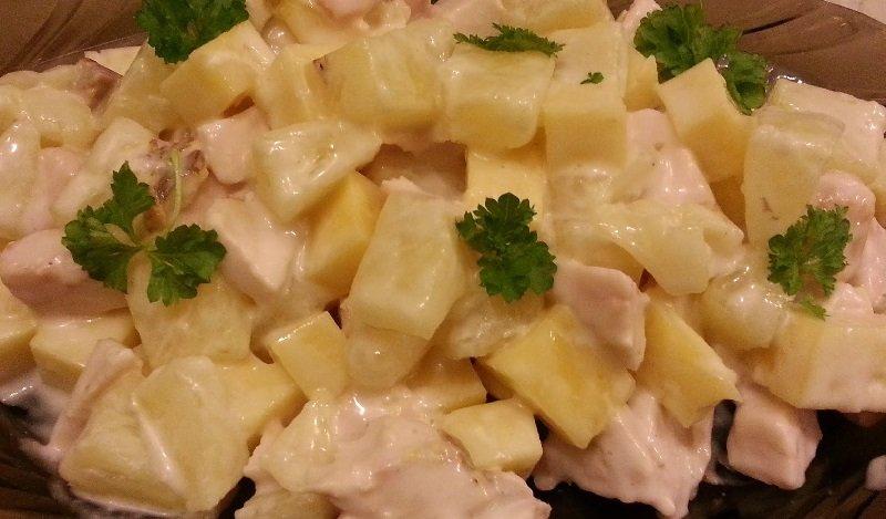 Млинці з куркою і ананасами