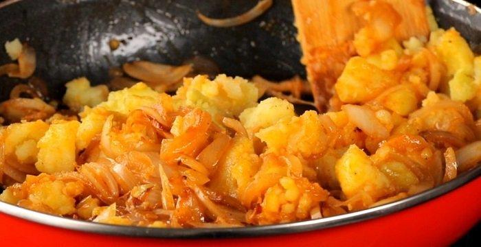 Дріжджовий пиріг з картоплею