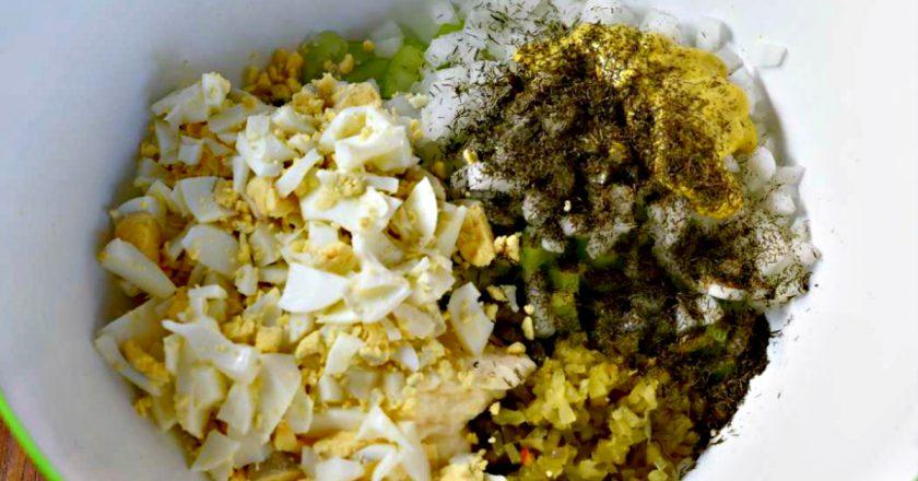 Салат з цвітної капусти з яйцями подивитися рецепт