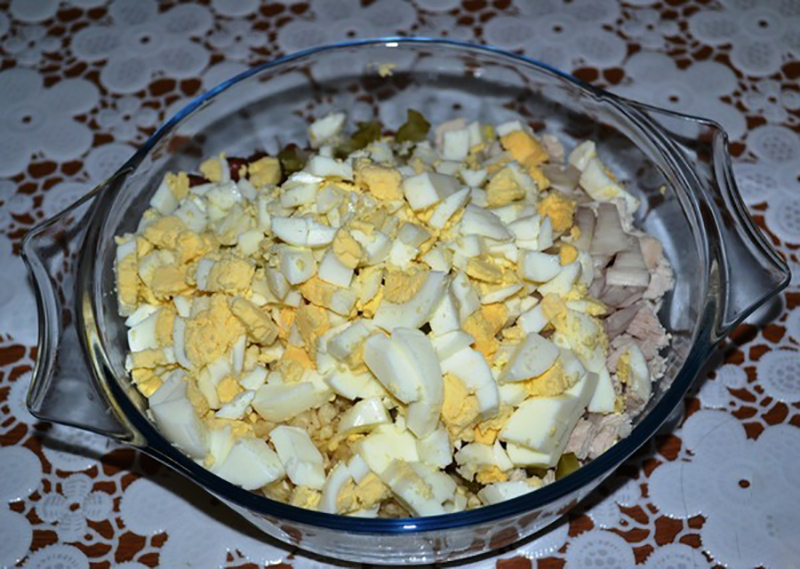 Салат з квасолею та куркою