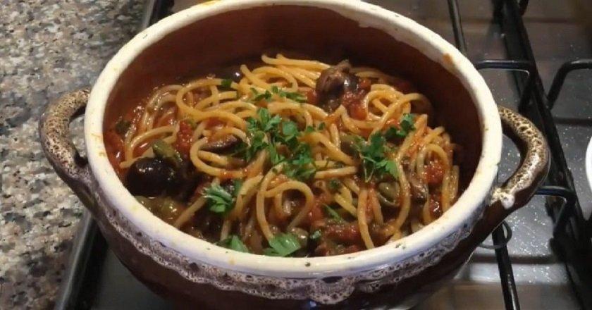 Спагетті в томатному соусі подивитися рецепт