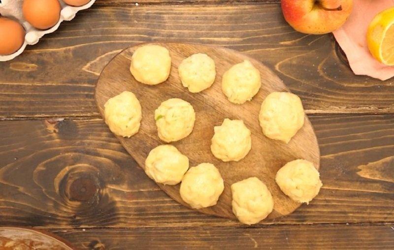Яблучні пампушки