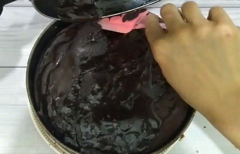 Шоколадний пиріг з сиром та вишнями