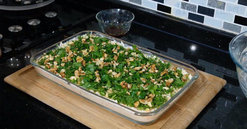 Салат з селерою і горіхами подивитися рецепт