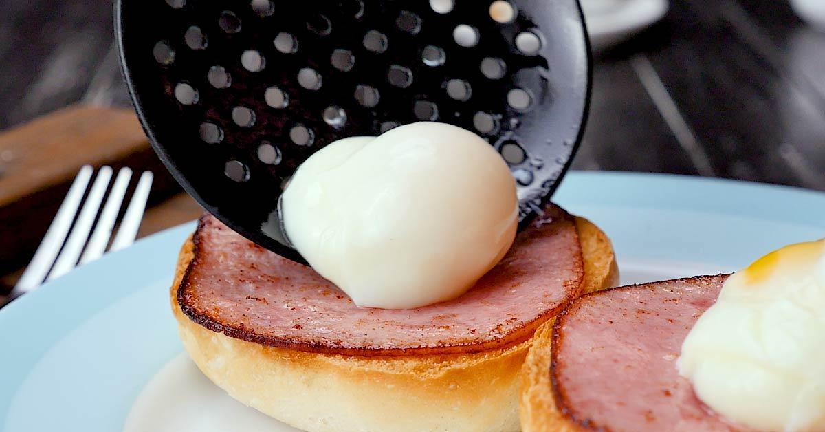 Яйця Бенедикт на сніданок
