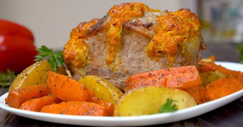 Свиняча корейка з морквою і сиром подивитися рецепт