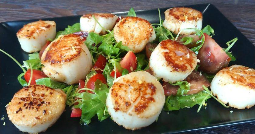 Салат з морськими гребінцями подивитися рецепт