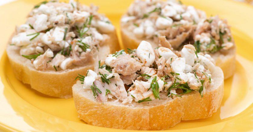 Бутерброди з консервованим тунцем подивитися рецепт
