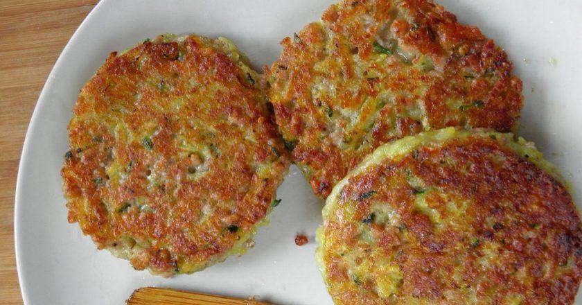 Картопляні оладки з кабачків і фаршем подивитися рецепт