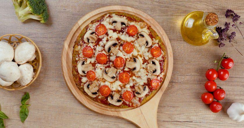 Піца на коржі з брокколі подивитися рецепт