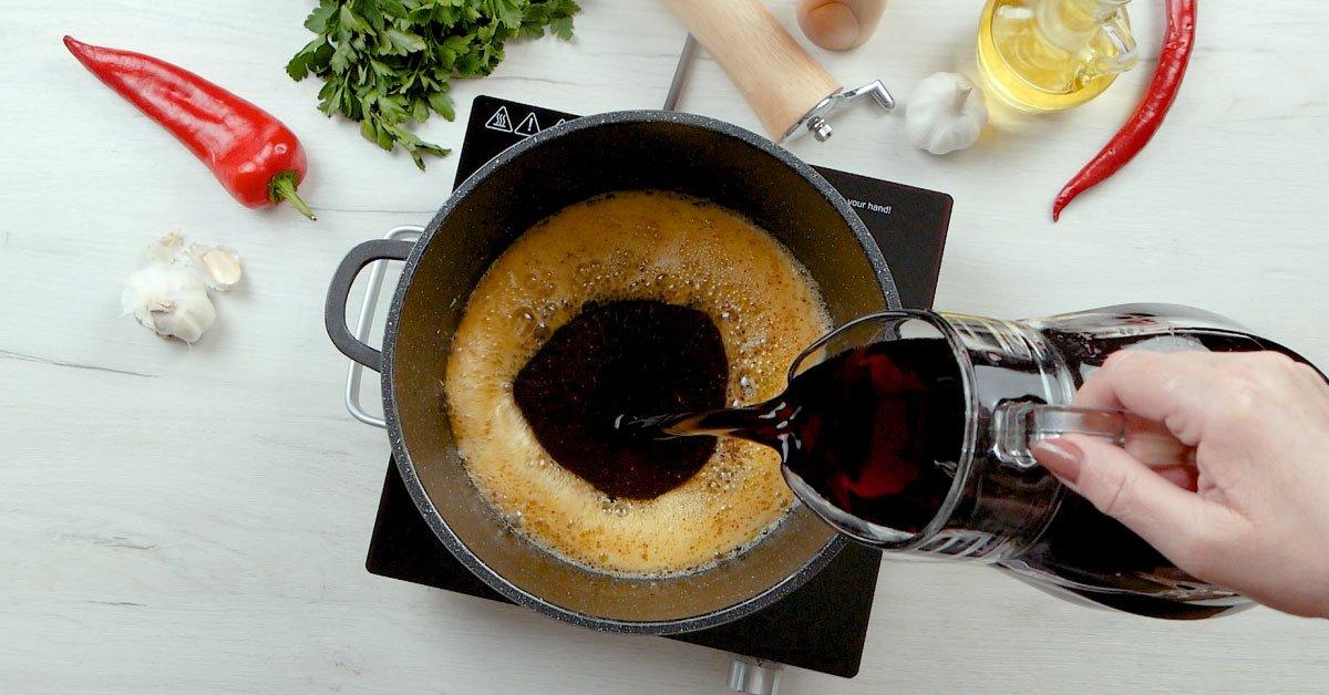 Спагетті в винному соусі