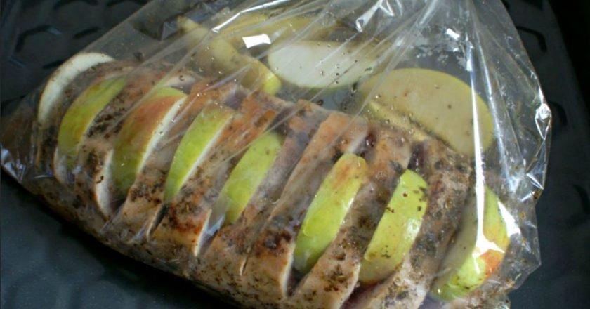 Свинина, запечена з яблуками подивитися рецепт