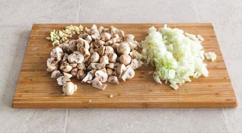 Гречаний суп з грибами