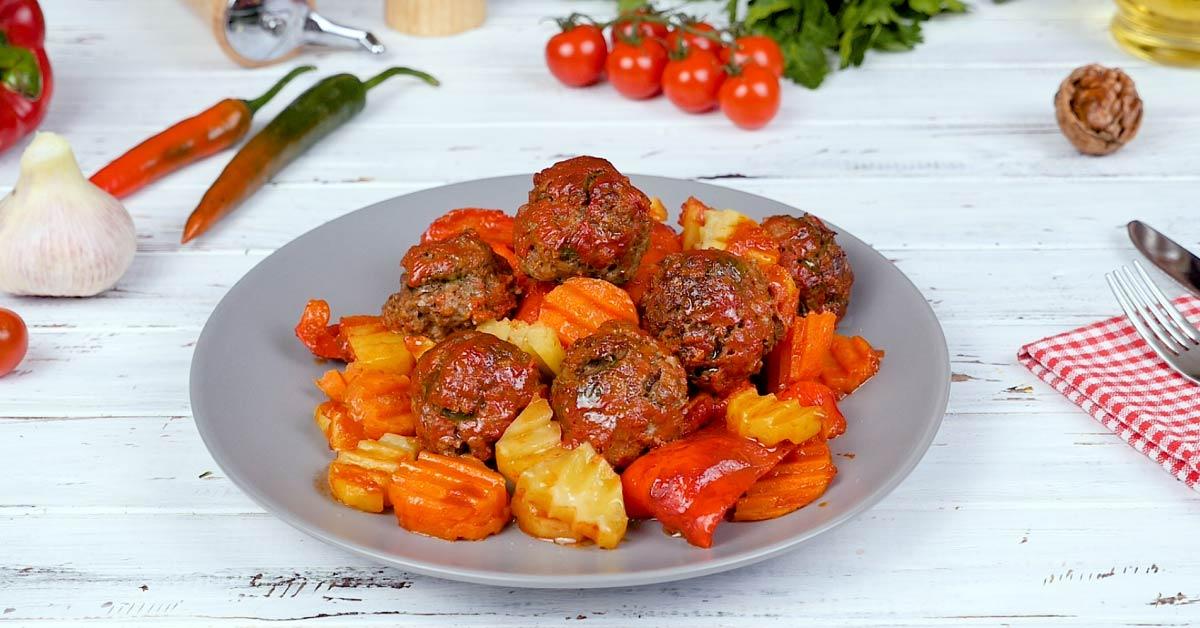 Тефтелі з овочами в духовці - Це Смак